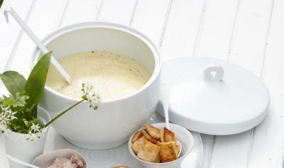 Kartoffel-Joghurtsuppe mit verschiedenen Einlagen