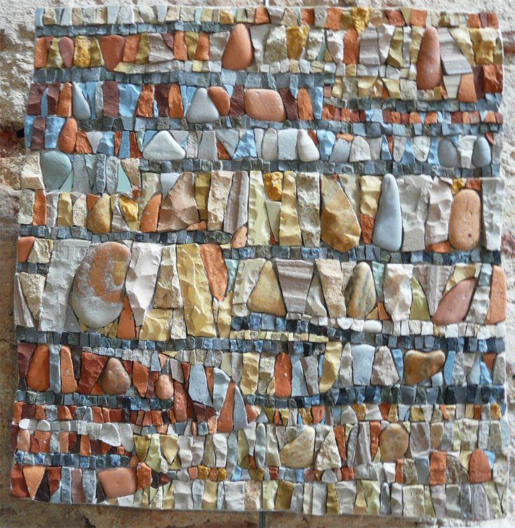 ÉCORCE : Création d'Ariane Blanquet. Pierres, galets, grès et terre cuite.