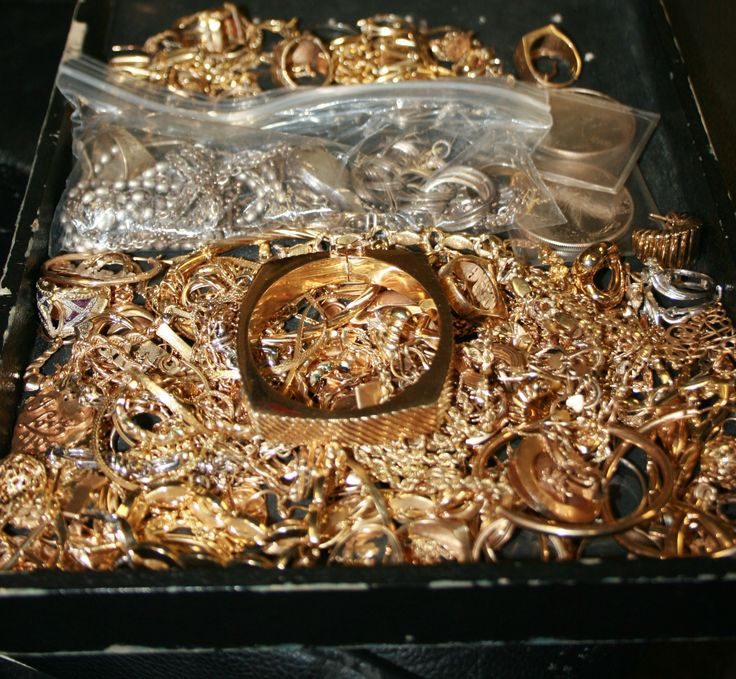 Need some extra cash? Are you organizing or cleaning out your jewelry box? The Gem Gallery buys Silver, Gold, Platinum, and Diamonds! Bring your unused jewelry into our store and make some cash!