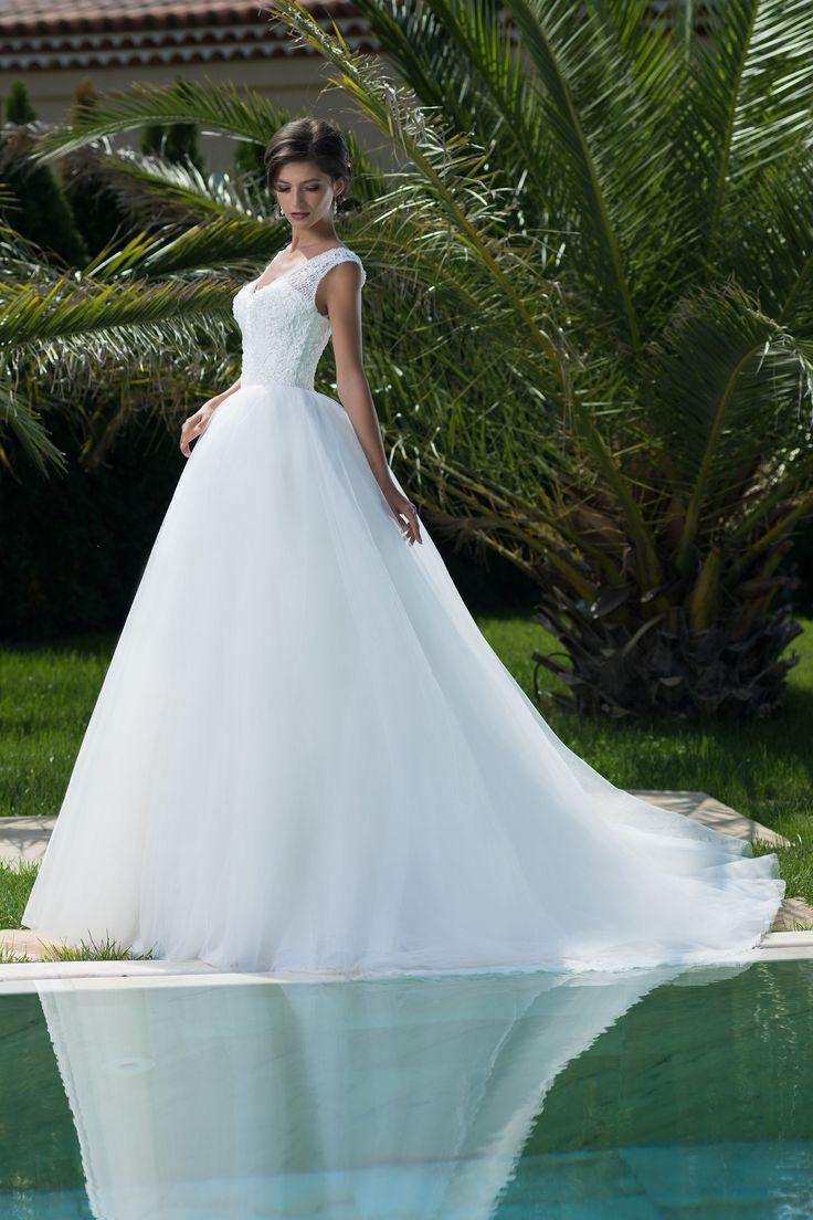 Nádherné svadobné šaty s dlhou sukňou a čipkovaným vrškom vhodné pre každú, ktorá chce byť princeznou