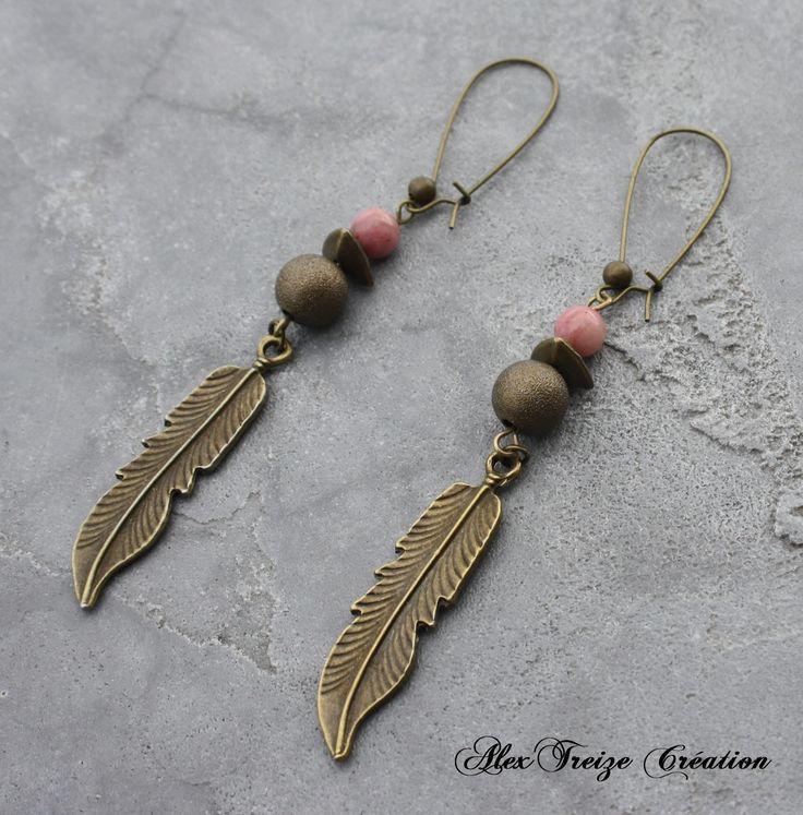 Bijou Créateur - Boucles d'oreilles pendantes bronze Breloques plumes Perles semi-précieuses Rhodondite rose : Boucles d'oreille par alextreize-creation
