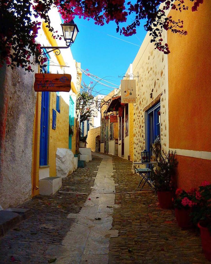 So picturesque old village in Syros island (Σύρος) !