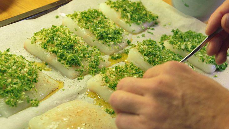 Sund mad: bagt helleflynder med citron og persille