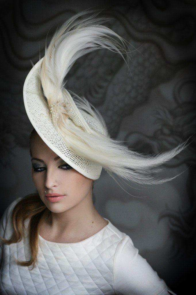 ноуте женская шляпа с перьями фото помощью