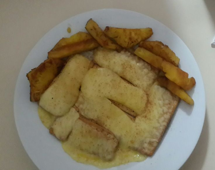 Provitas with melted cheese with grilled pineapple.