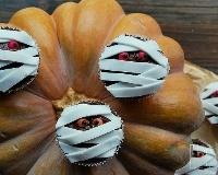 Cupcakes momies pour Halloween (facile, rapide) - Une recette CuisineAZ