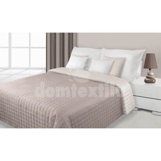Obojstranný prehoz na posteľ krémovo hnedej farby s kockami