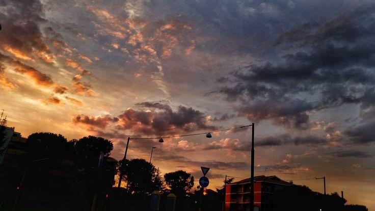 Ma il cielo è sempre più blu (e anche rosso arancio giallo viola ...)