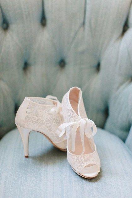Pretty vintage and retro wedding shoes ideas 38