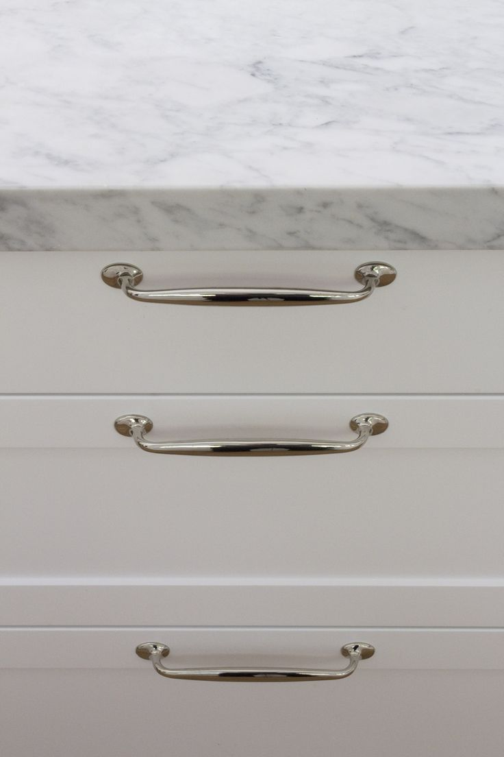 Carrara marble benchtop with nickel plate handles on shaker drawers