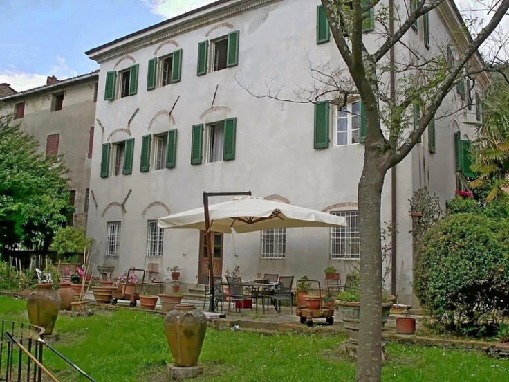Stately villa for sale in Lucca countryside. www.lucaevillas.it