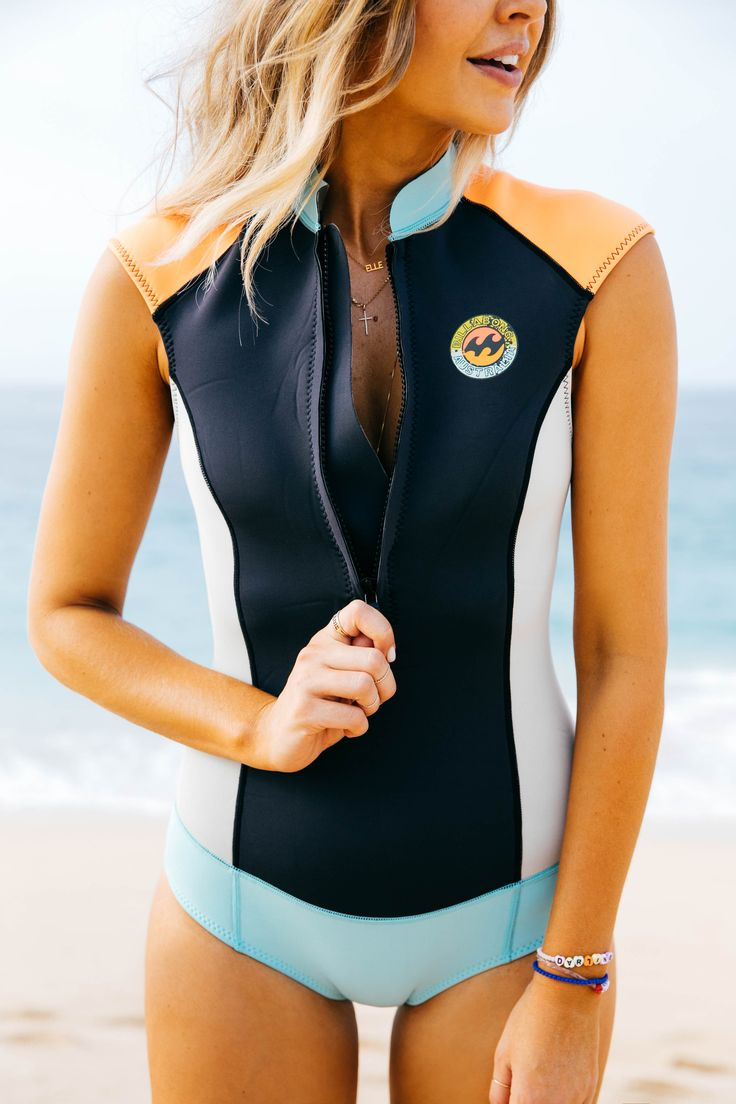 Elle Ferguson wearing Surf Capsule on the North Shore PC: Lady Slider