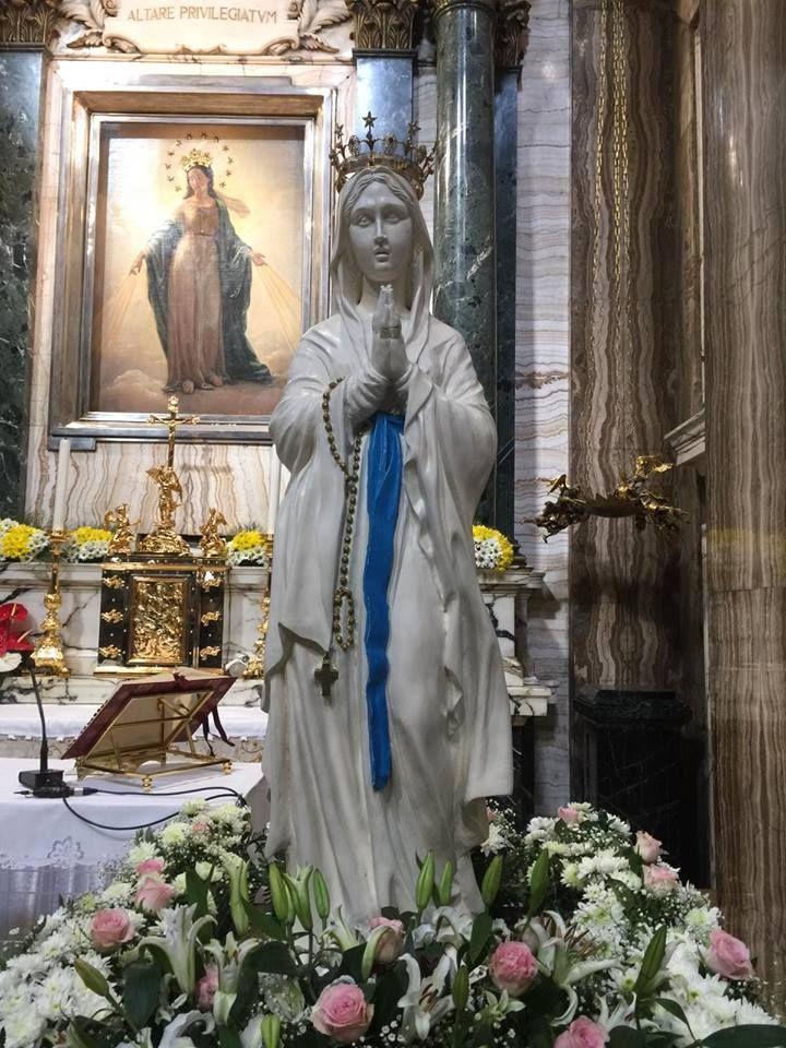 Madonna Di Lourdes Pellegrina A Roma Sant Andrea Delle Fratte Imagens De Jesus Imagens De Cristo Virgem Maria