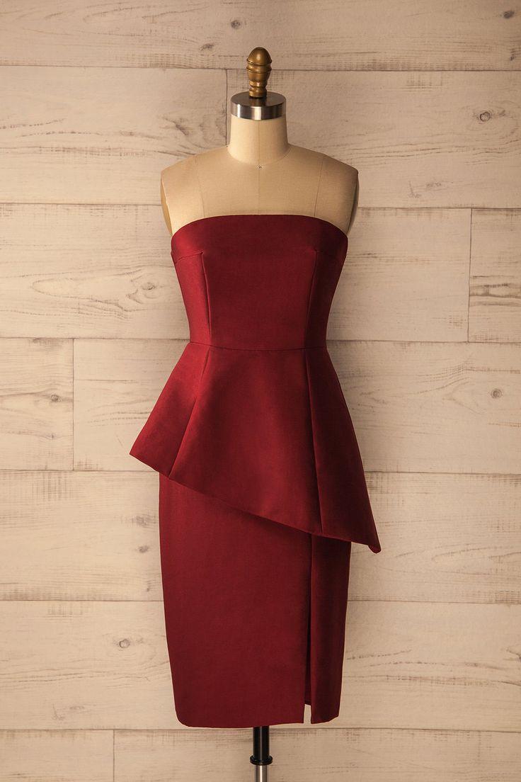 Asymétrie et sophistication animent cette robe classique.  Asymmetry and sophistication enliven this classical dress. Mioglia Burgundy - Peplum bustier dress www.1861.ca