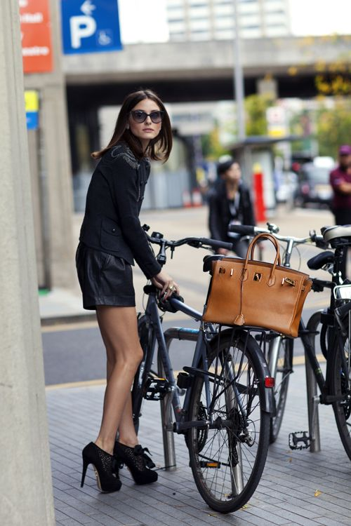 those shoes!: Oliviapalermo, Leather Shorts, Riding A Bike, Birkin Bags, Bike Riding, Hermes Birkin, Street Style, Olivia Palermo, Cycling Chic