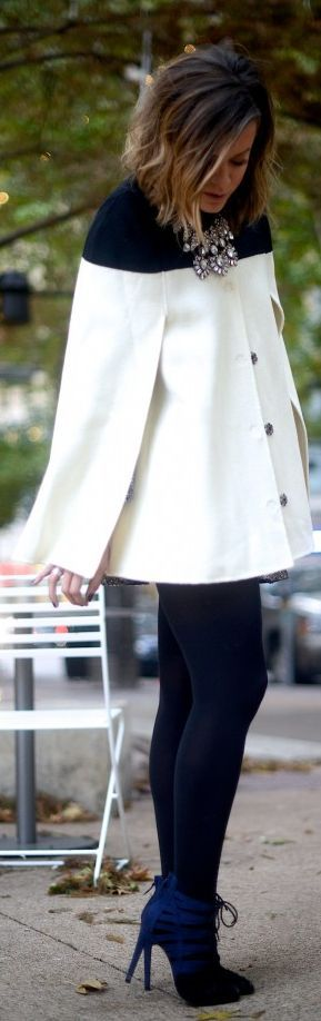 Christmas #Cape by What Courtney Wore Seguici su Hermans Style diventa nostra fan ed entrerai nel mondo fantastico del Glamour !!! Shoe shoes scarpe bags bag borse fashion chic luxury street style moda donna moda uomo wedding planner hair man Hair woman outfit time watch nail print photo foto fotografia cartoline Photography
