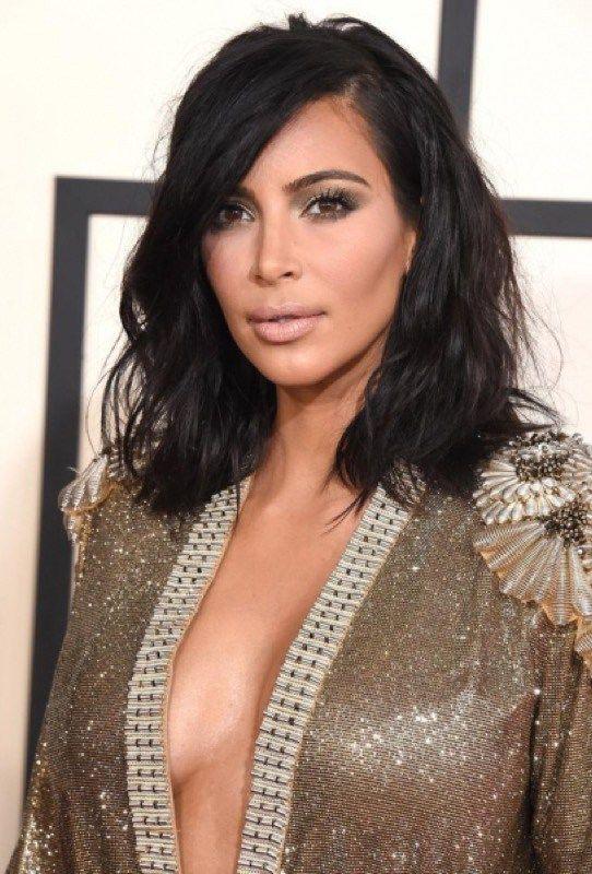 ClioMakeUp-tagli-capelli-forme-viso-ovale-caschetto-lungo-kim-kardashian-capelli-corti-texturizzati
