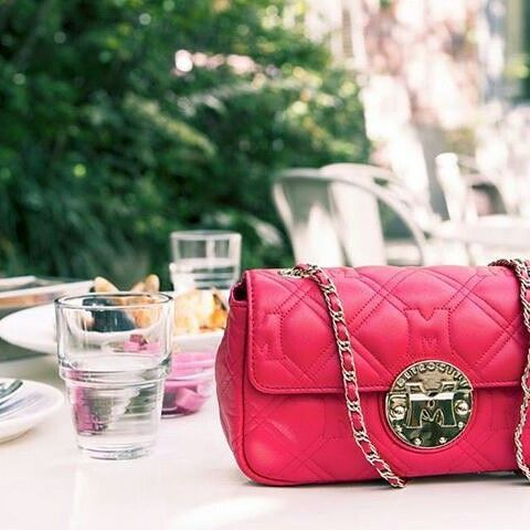 A perfect brunch with the perfect company  #metrocity #metrocityworld #pink #bag #travel #ootd #dailylook #outfit #fashion #style