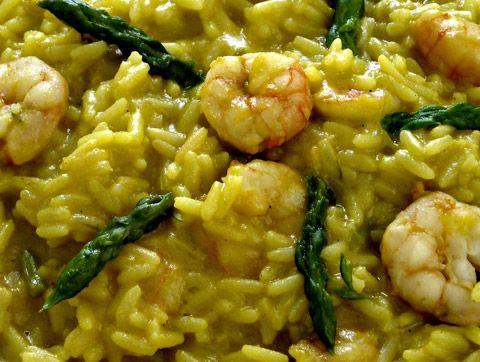 Timballi di riso al curry con asparagi, gamberi e champagne http://www.lorointavola.it/timballi-di-riso-al-curry-con-asparagi-scampi-e-champagne/