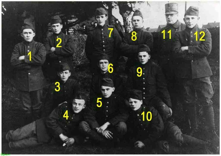 0214762-002 Soldaten op oefening : 1. Sjaak Nijssen, 12. Haantje d'n Bukkem (Johan Bukkems) en Lammers  1939 # 9 my uncle martien  vankessel, added by john jansen !!