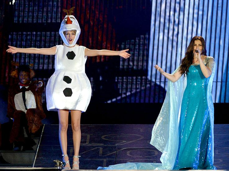 Taylor Swift Invites Idina Menzel Onstage, in Costume, for Halloween 'Let It Go' Singalong http://www.people.com/article/taylor-swift-tour-idina-menzel-let-it-go-frozen
