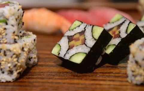#¿Le gusta el sushi? Ojo con el anisakiasis, un parásito intestinal, que causa infecciones - HSB Noticias: Su Médico ¿Le gusta el sushi?…