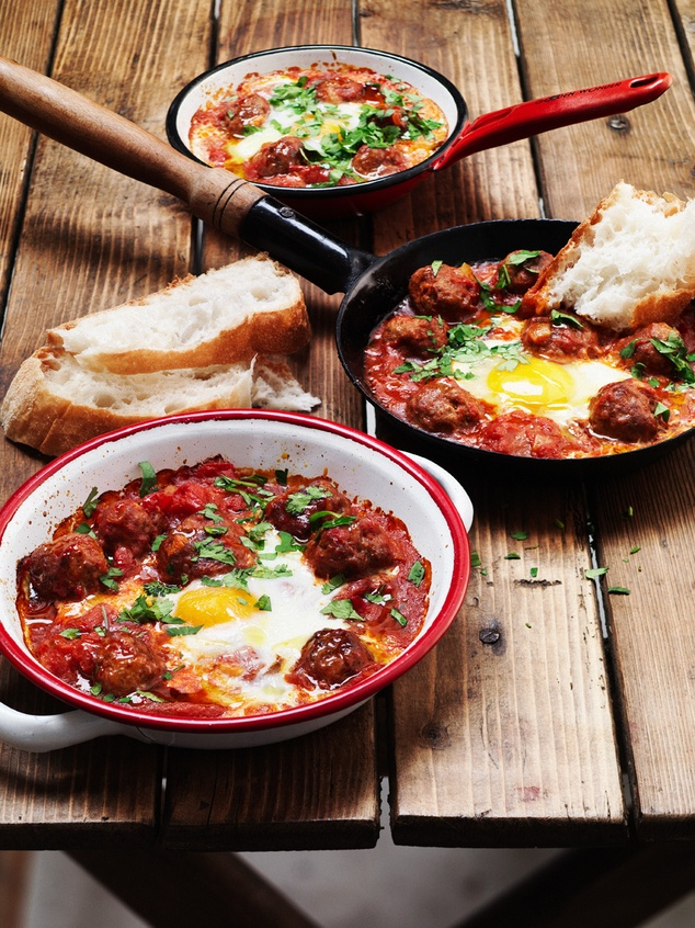 Marokkaanse lamsgehaktballetjes met ei en turks brood