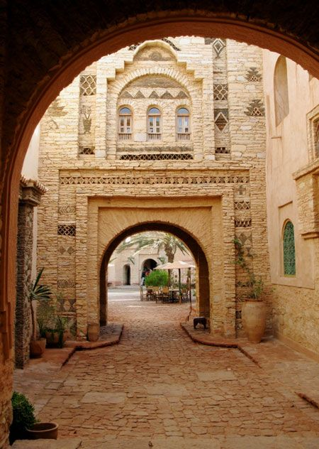 Muslim Architecture - Arab Old Town, Morocco  http://www.hilalplaza.com/Islamic-World-Middle-East/Morocco/Travel/