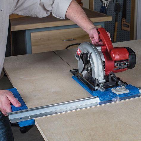 """Guía de corte Kreg® Rip-Cut™Es una guía de corte ligera y resistente, ideal para cortar paneles grandes de madera contrachapada y DM. No necesitará marcar ni medir las superficies. Se puede utilizar con la mayoría de sierras circulares, permite cortar de forma precisa paneles de madera entre 3,2 - 610 mm de anchura. Ofrece soporte durante todo el corte. 765 x 290 x 55 mm. Especificaciones:Guia de alumnio3"""" (76.2mm) ancho x 30"""" (762mm) largoMaterialPolimero plástico resistente a los impactos…"""