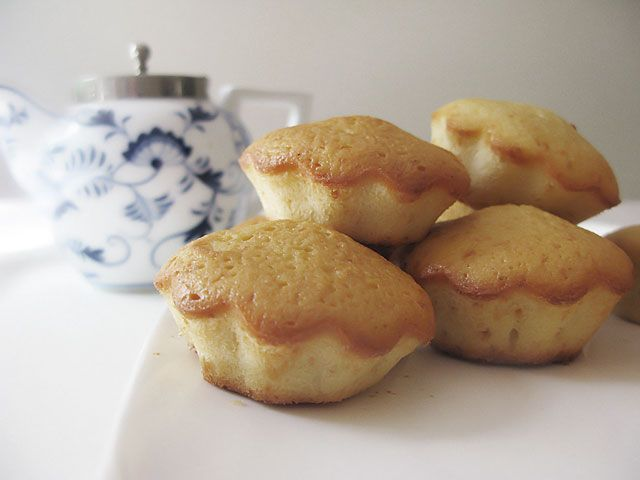 Receta básica de cupcakes en CharHadas.com.  ¡¡Yummy! :)