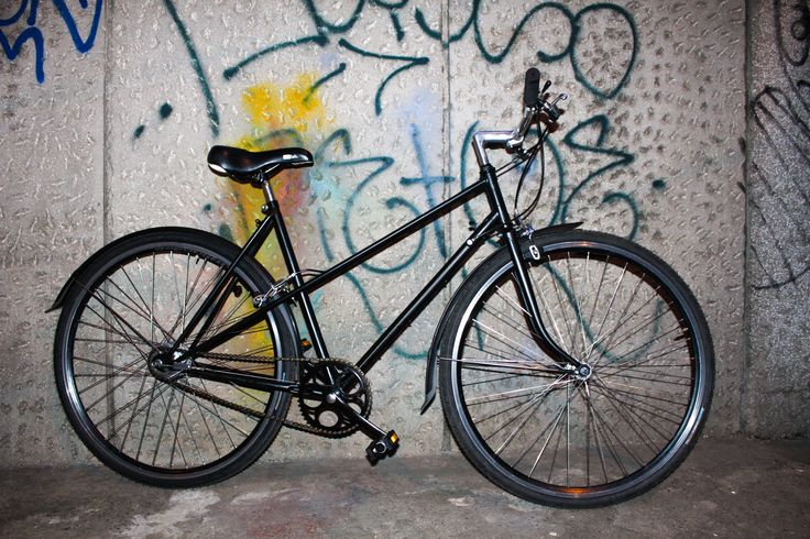 Bicicleta de oras marca Peugeot revopsita electostatica.  *Citybike for ladies Peugeot, powder coating repainted, all black.