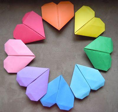 ¡Puedes crear un corazón con movimiento tu mismo con nuestro tutorial! Echa un vistazo a nuestros ideas de regalos y manualidades de San Valentín en muysencillo.com