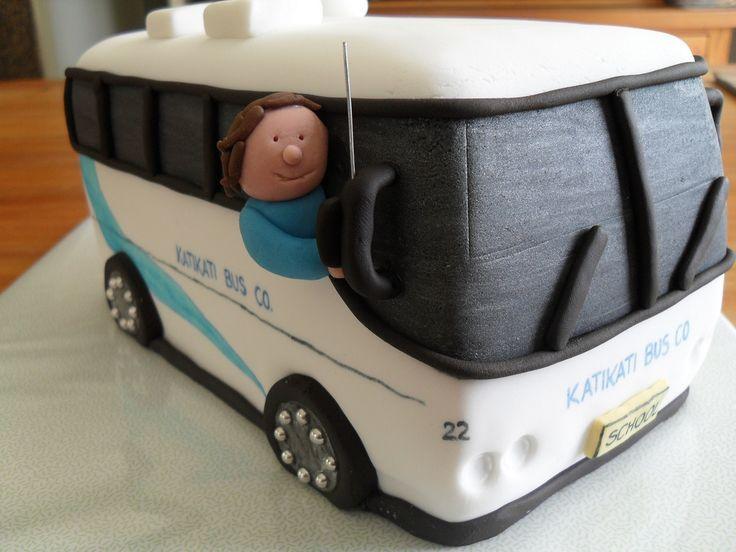making a bus cake | Más de 1000 ideas sobre Pastel De Autobús Escolar en Pinterest ...