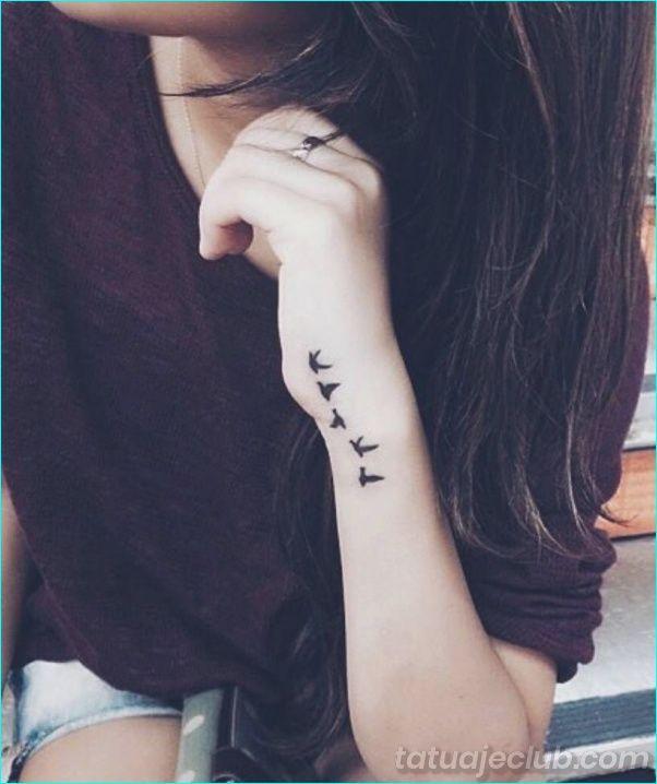 40 Pequenos Tatuajes De Muneca Con Significados Poderosos Peque Poderos Pequenos Tatuajes Para La Muneca Tatuajes Muneca Mujer Tatuajes De Aves En La Muneca
