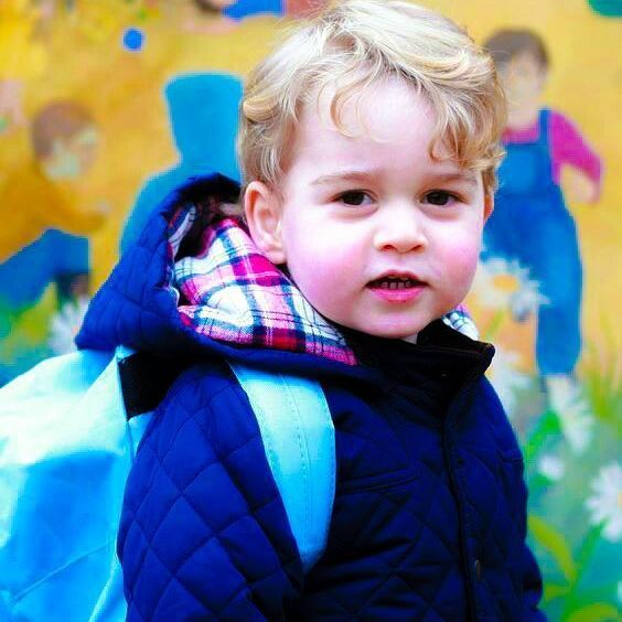 Prince George of Cambridge will start school on September 7th 2017. The Duke and Duchess of Cambridge will take him to Thomas's Battersea on his first day. One photograph will be allowed to take pictures on this occasion 🏫📚 -August 29th 2017. . Photo : Prince George of Cambridge taken by his mother Catherine , Duchess of Cambridge , poses for an official portrait as he attends his first day at Westacre Montessori nursery school near Sandringham in King's Lynn , England 🏫 -January 6th…