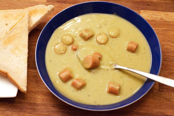 Erbsensuppe mit Würstchen aus getrockneten Erbsen. Einfaches Rezept und echt lecker! #suppe #kochen #rezept