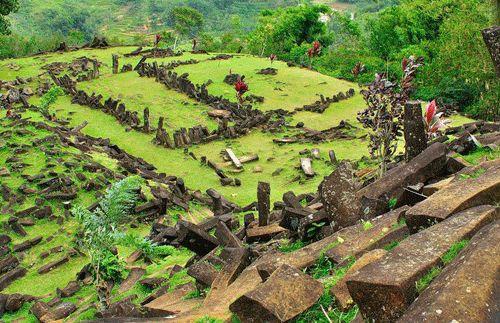 Rasakan pengalaman yang tak terlupakan dengan menjelajahi wisata ke Situs Megalitikum Gunung Padang dan mengunjungi Stasiun Lampengan. Dapatkan harga promo di Travelicious.co.id HANYA Rp 179.000, #panoramagroup