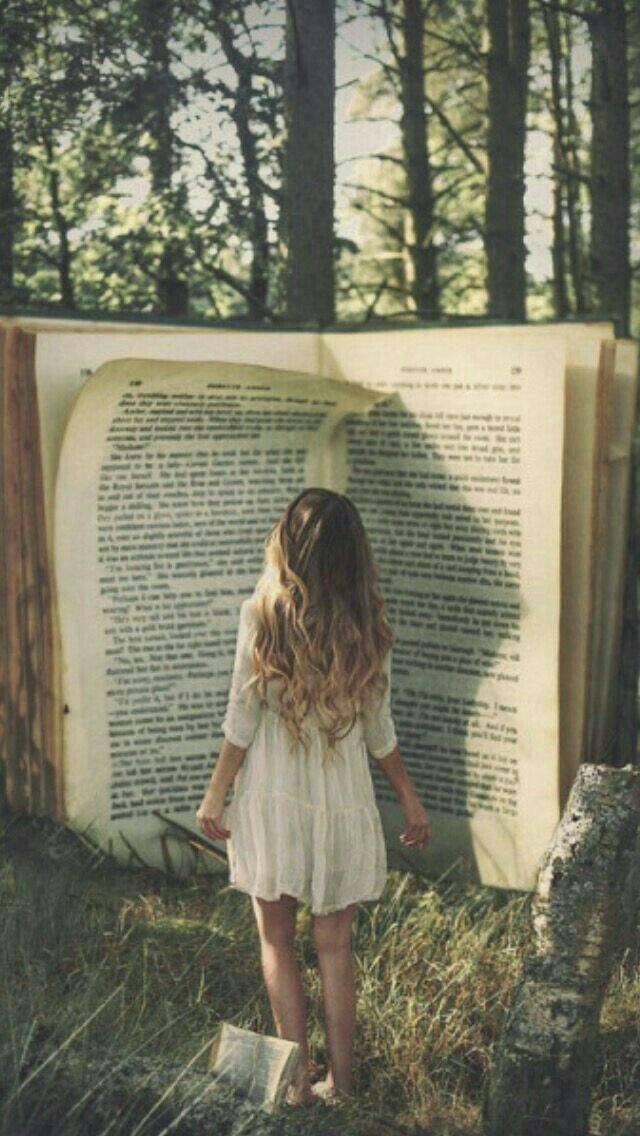 Las fábulas se deben enseñar como fábulas, los mitos como mitos y los milagros, como fantasías poéticas. Enseñar supersticiones como si fuesen verdades es terrible. La mente del niño las acepta y cree, y solo con un gran dolor y tal vez la tragedia se podrá librar de ellas con los años.  Hipatia de Alejandría.   http://planosinfin.com/hipatia-de-alejandria-citas-de-una-maestra-de-la-antiguedad/
