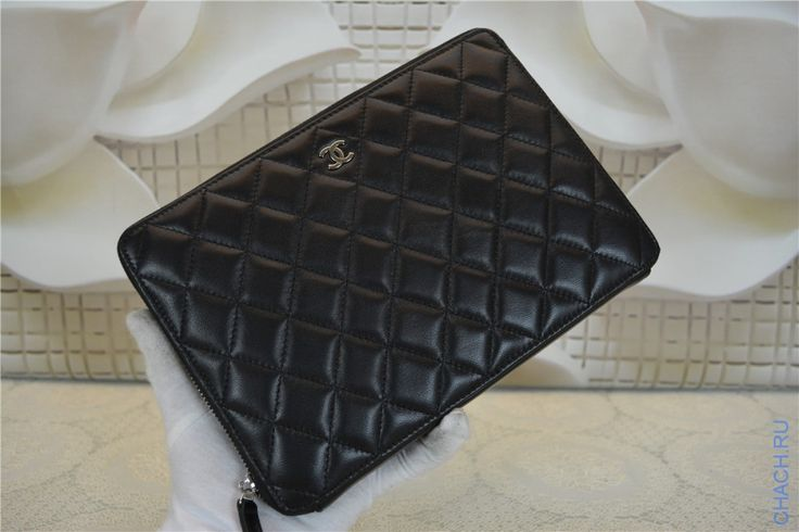 Клатч черного цвета из натуральной кожи Chanel на молнии