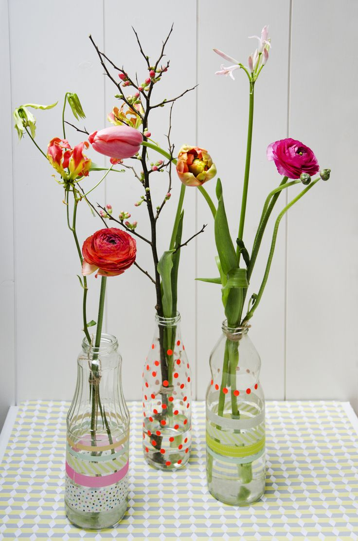 DIY Easter flower bottles.  Kids make pretty bottles with  dots and tape to dress up recycled glass bottles.