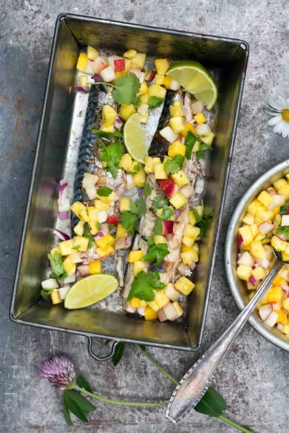 Oppskrift på grillet makrell med tuttifrutti fra matbloggen Borte Borte Hjemme #middag #fisk #grill