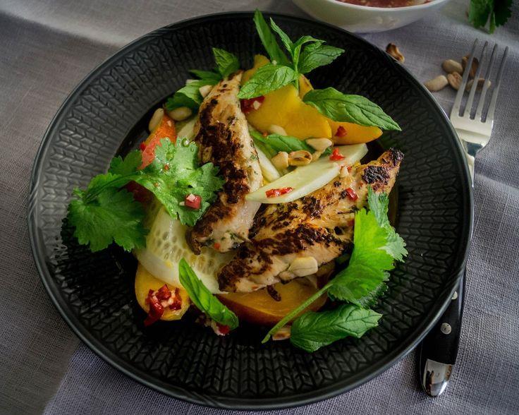 Aasialainen kana-nektariinisalaatti   Mama Gastro