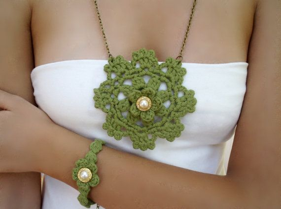 Long green necklace. Green bracelet woven crochet. This set consists of crochet lace pendant and crochet bracelet . Long necklace with boho circle