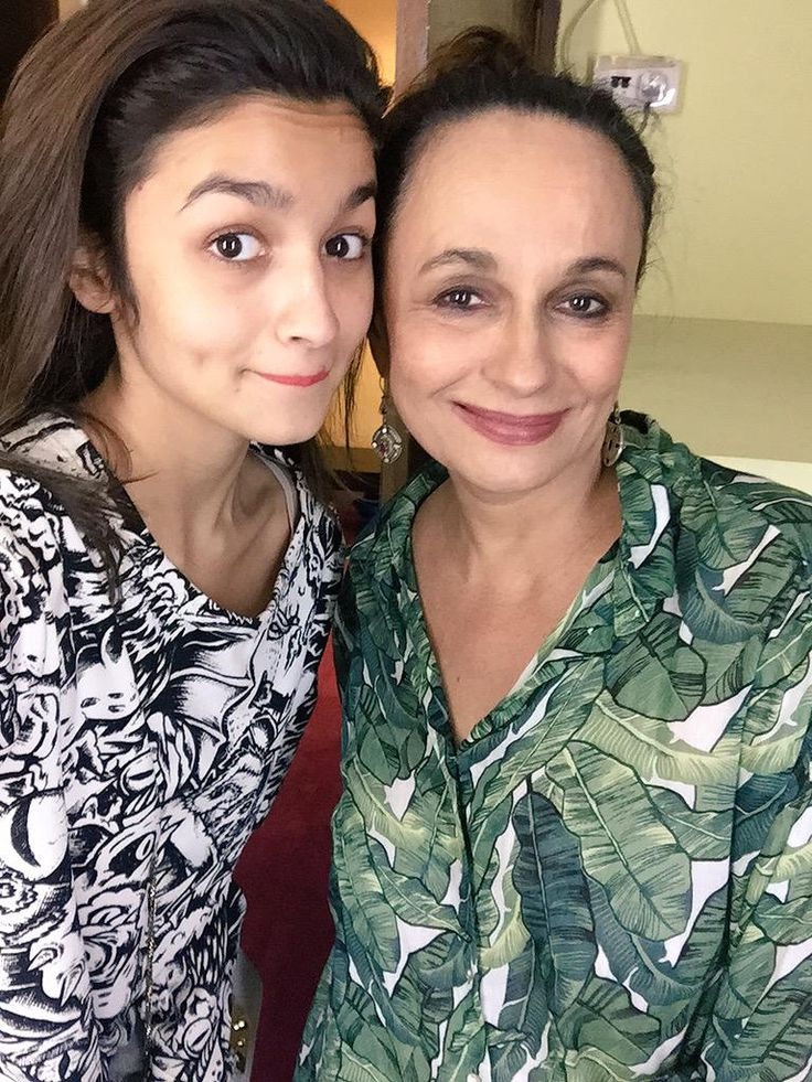 Watched my beautiful mummy in her play last night !!!Such an amazing play with stunning performances!!! @Soni_Razdan