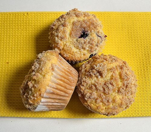 "Yummy ""To Die For"" Blueberry Muffins with Cinnamon Crumble ..."