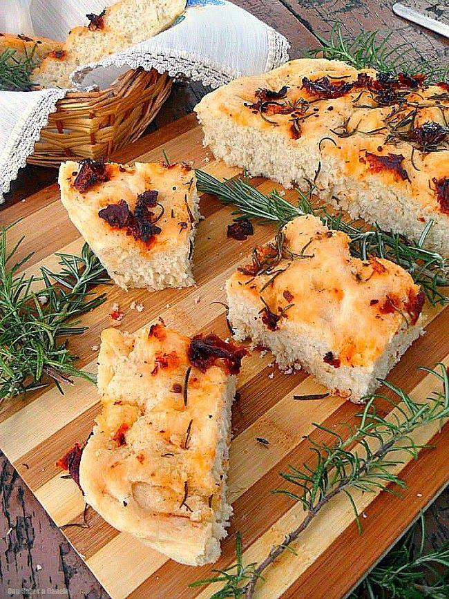 Ya tocaba que os trajera un pan facilito de hacer, sabroso y del que seguro no quedarán ni las migas en cuanto lo sirváis en la mesa. Porque...