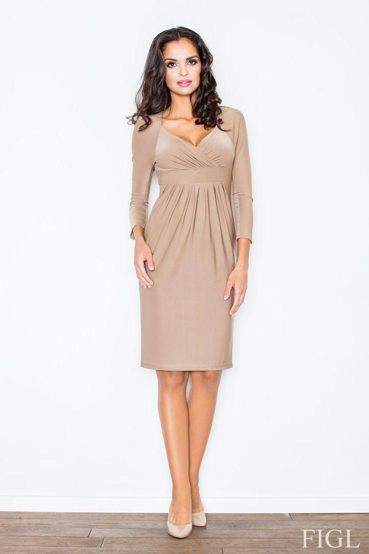Elegancka dopasowana sukienka odcięta w biuście z ozdobnymi marszczeniami.  #modadamska #moda #sukienkikoktajlowe #sukienkiletnie #sukienka #suknia #sukienkiwieczorowe #sukienkinawesele #allettante.pl