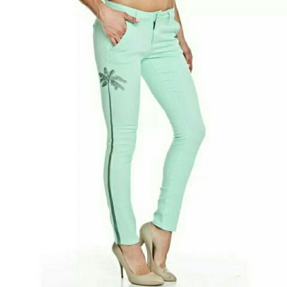 NEW Romeo and Juliet Sz 26 mint green jeans Adorable pretty mint green designer Romeo and Juliet skinny jeans size 26 Pants