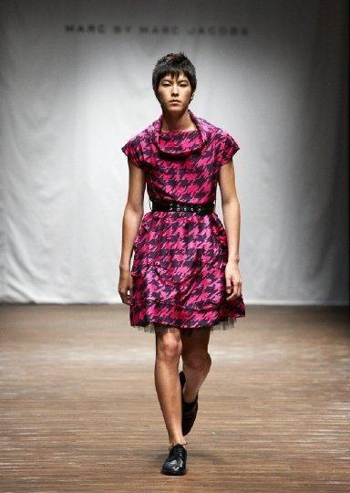 Guy-Wearing-Dress-98096536568.jpeg (384u00d7540) | real men wear dresses | Pinterest | Men wear