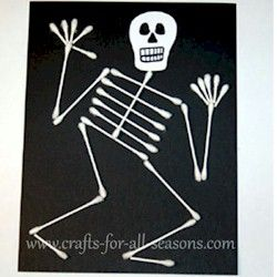 Q-Tip Skeleton is a fun craft for the kids for Halloween.More Halloween crafts at www.freekidscrafts.com